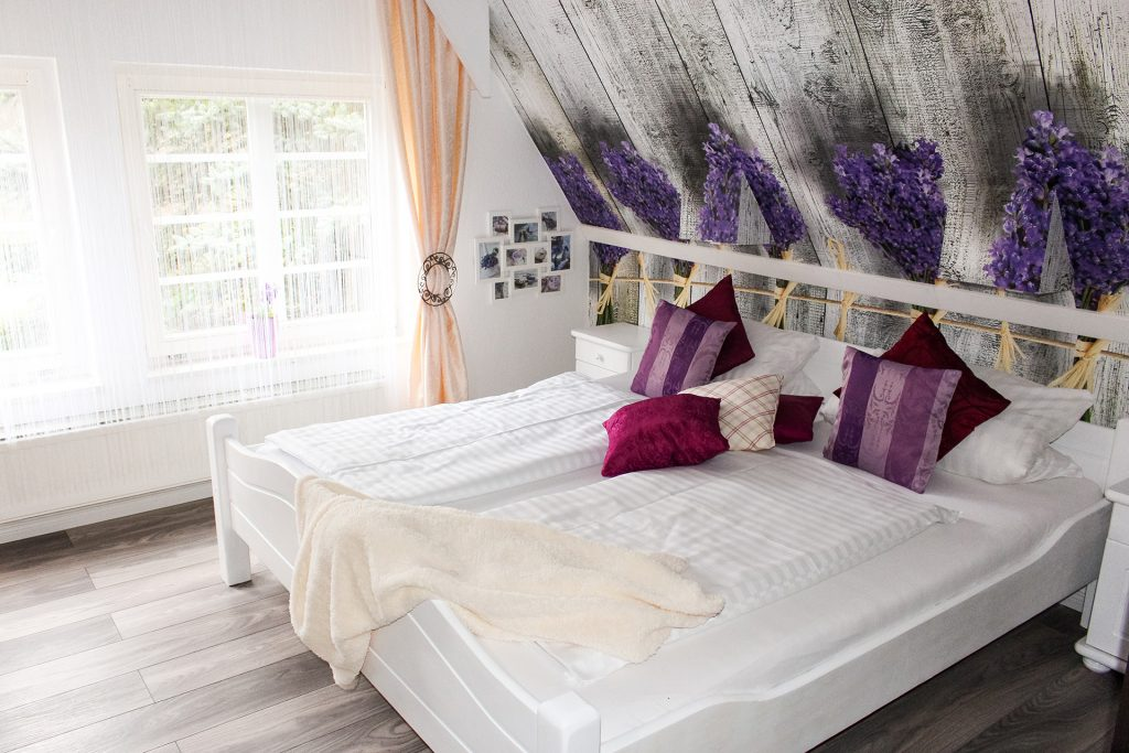 Lavendelzimmer Forsthaus Wingst 1024x683 - Waldbaden