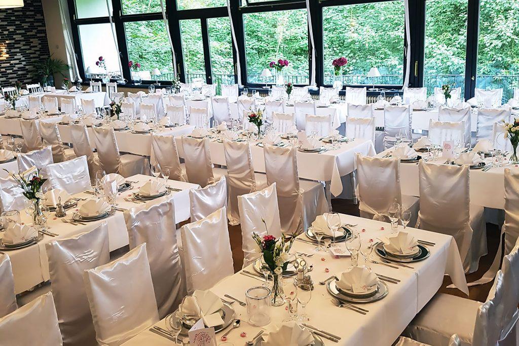 Saal Forsthaus Wingst, Hochzeit, Stuhl und Tischreihen